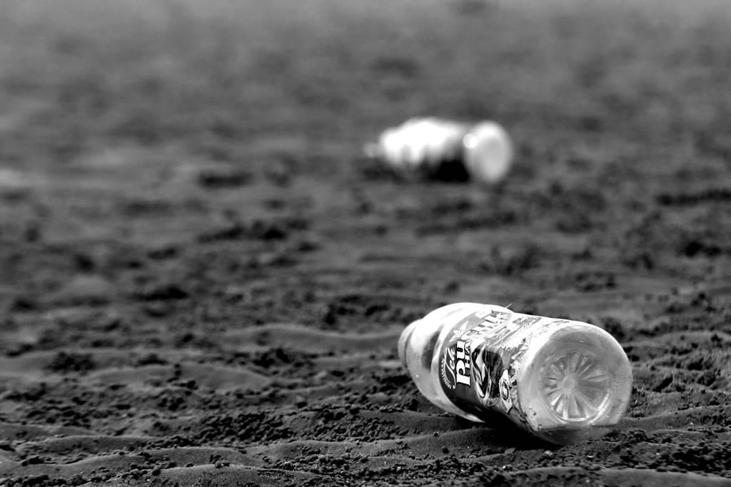 Botol Plastik di Pantai Kartini Rembang