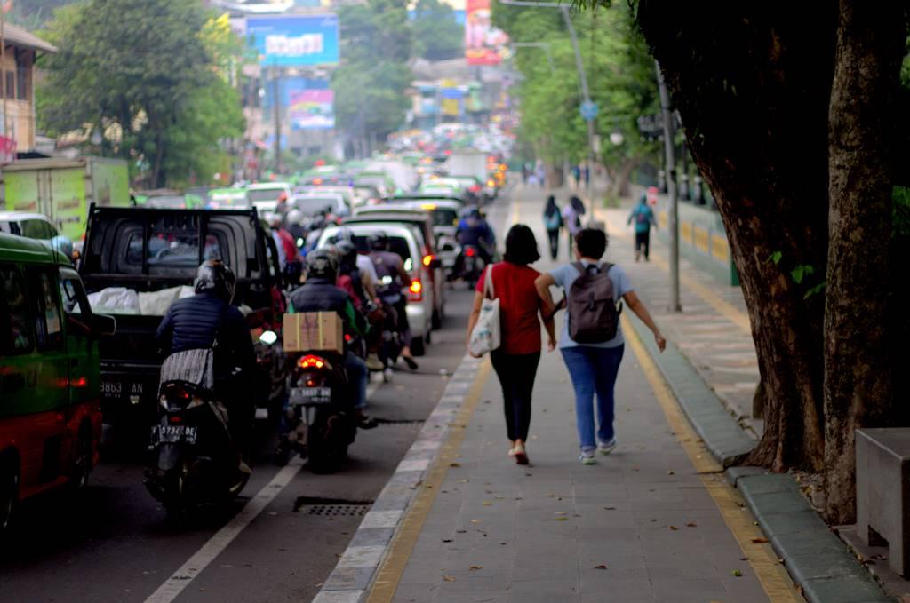 Tips Membuat Foto Orang Sedang Berjalan